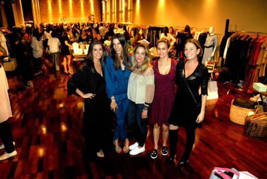 A partir da esq.: Kim Tranchesi, Carol Nunes, Malu Moura de Andrade, Ana Garcia Diniz e Vivi Mascaroreúnem mais de 50 marcas no Mix Up Fashion Market! Vem ver!