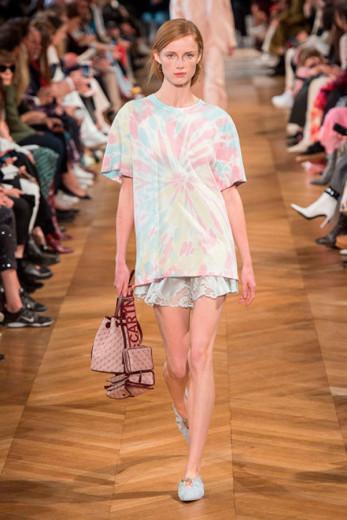 O tie-dye de Stella McCartney - vem ver mais da tendência na galeria!