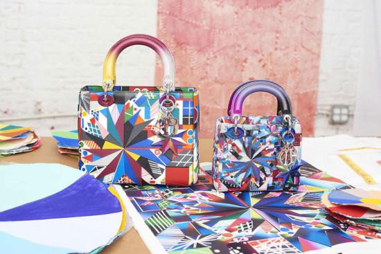 Vem conhecer as bolsas da Dior em parceria com 11 artistas mulheres - é só clicar na foto!