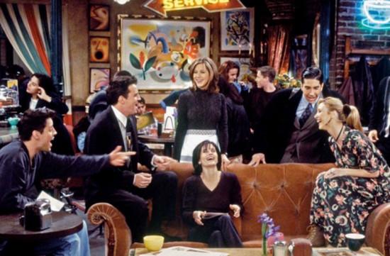 """Vamos começar com as clássicas do humor: """"Friends"""" é uma ótima série pra você se divertir! Os episódios são curtinhos e você nem percebe o tempo passando! Todas as temporadas estão disponíveis na Netflix"""