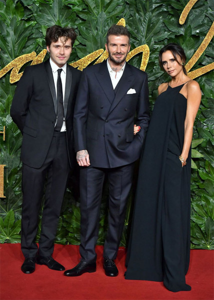 111218-fashion-awards-familia-beckham