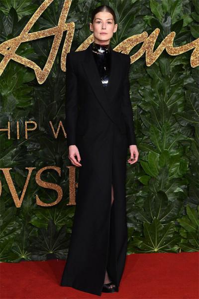 111218-fashion-awards-rosamund-pike