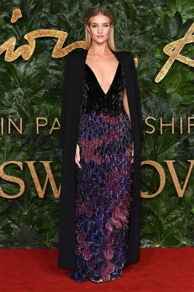 111218-fashion-awards-rosie-huntington-whiteley