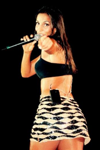 Ivete Sangalo começou como vocalista da Banda Eva - em 1997 ela já deixava a barriga de fora!