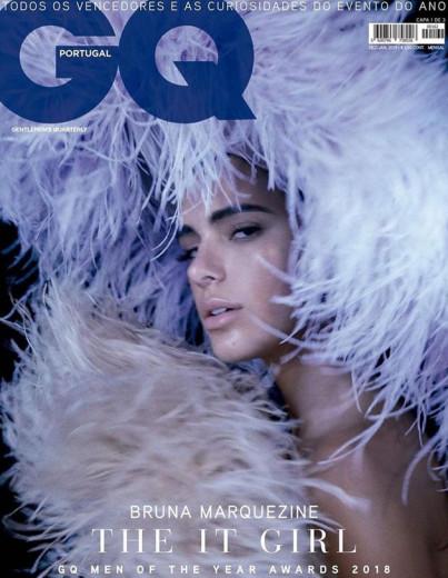 """Bruna Marquezine está com tudo! Após receber o prêmio de """"It Girl"""" da revista """"GQ"""" portuguesa, ela estrela uma das 3 capas da edição especial """"Men of the Year"""" - clica na galeria pra conferir!"""