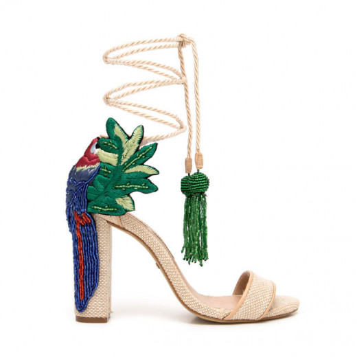 Chega nas lojas os sapatos que a PatBo desfilou em parceria com a designer Paula Torres na sua coleção de primavera-verão 2018/19, no último SPFW. Vem saber mais!