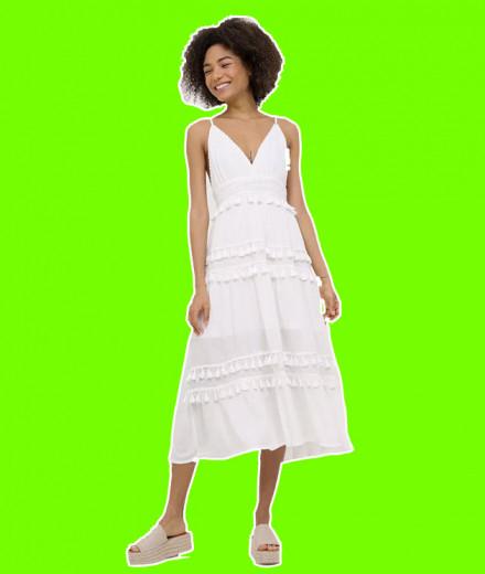 """Vestido branco da Renner, bem levinho pra quem vai passar na praia! <a href=""""https://rstyle.me/n/ddsiqdcdd8x"""" target=""""_blank"""">R$ 159,90, clique aqui pra comprar</a> - e vem ver mais peças brancas pra curtir o Ano Novo na tradição!"""