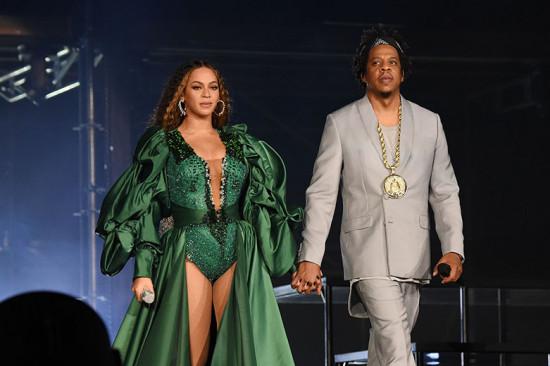 Beyoncé e Jay-Z arrasando em Joanesburgo: aqui, ela usa Quiteria & George. Vem ver mais!