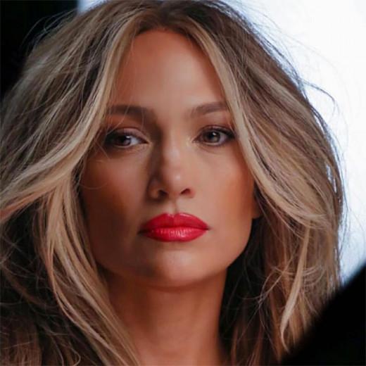 Sempre sonhou em ter a pele da Jennifer Lopez? Talvez ele se realize em 2019! A cantora afirmou que vai lançar uma linha de skincare - clica na galeria pra saber mais!