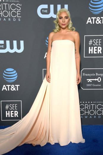 No Critic's Choice Awards, vamos falar do tapete azul, começando com a diva Lady Gaga, de Calvin Klein by Appointment! Clica na foto para ver tudo!