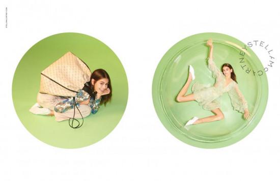 Stella McCartney escalou duas modelos de gerações diferentes pra sua campanha de primavera-verão 2019:  Kaia Gerber e Kate Moss! Clica na foto pra ver mais detalhes!