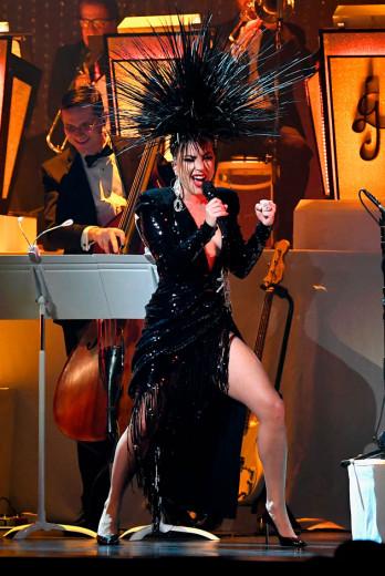 """Uma mistura de classe e Cher, é assim que Lady Gaga abre o show """"Jazz & Piano"""" em Las Vegas!"""