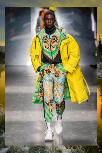 Doudoune comprida no desfile de outono-inverno 2019/20 da Versace! Vem ver mais!