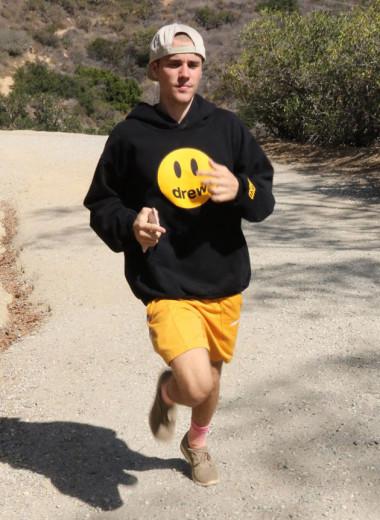 Justin Bieber não para! O astro pop acaba de lançar uma marca de moda - clica pra ver as fotos!