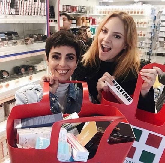 Nossa colunista Renata Kalili com a Lilian em Paris! Vem ver aqui os produtos recomendados por ela!