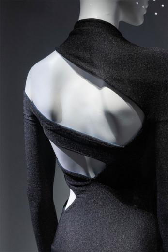 Vestido de 1997/98 de Martine Sitbon - vem ver mais da exposição que fala sobre a moda vista de costas!