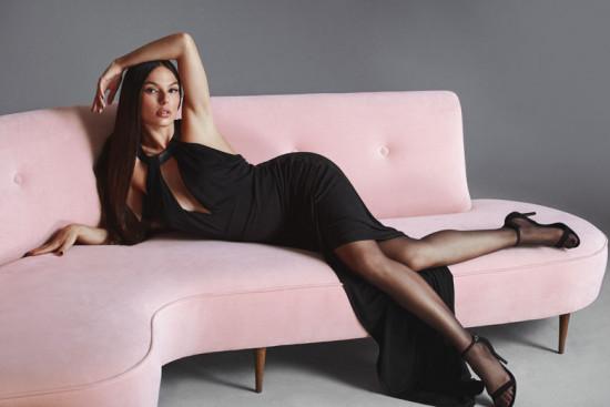 Quem estrela a campanha de outono-inverno 2019 é Isis Valverde - e ela tá bem maravilhosa! Clica na foto pra ver mais detalhes!