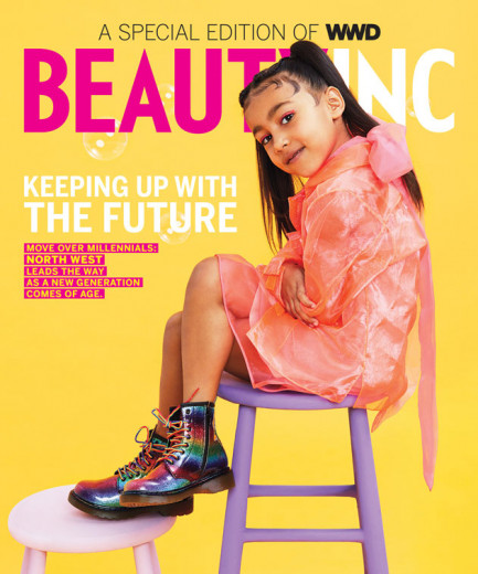 """North West na capa da edição de fevereiro da """"WWD Beauty Inc's""""! Vem ver as outras fotos"""