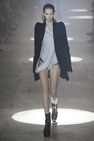 1ea968da1 3 gênios da moda se encontram na nova fase de Rick Owens - Lilian Pacce