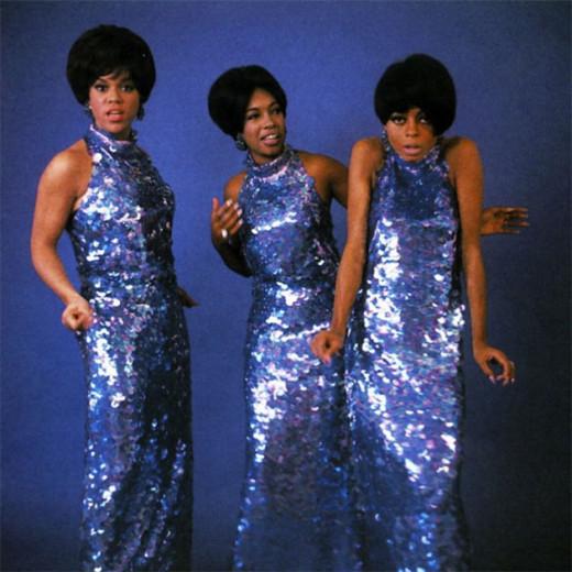 Tem tantas fotos das Supremes que é difícil escolher só uma! Vem ver mais