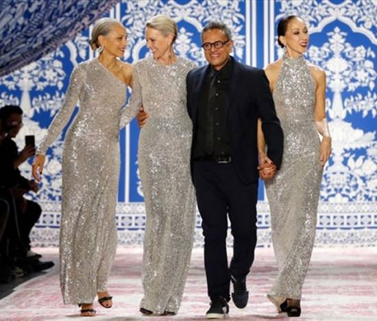 Alva Chinn, Karen Bjornson e Pat Cleveland encerrando o desfile de Naeem Khan - poderosas! Vem ver mais modelos acima de 40 que arrasaram na passarela, é só clicar na foto!