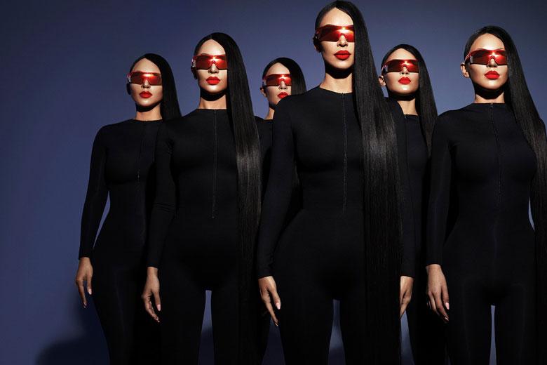 b9a20fffb2903 Kim Kardashian e seus clones pra campanha da Carolina Lemke - Lilian ...