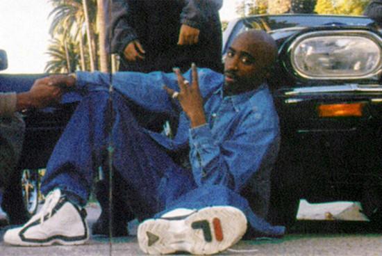 O rapper americano 2Pac era adepto dos modelos de tênis assinados por jogadores de basquete, mas foi a vez da Fila recriar essa peça em uma versão de... patins!