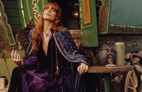 Olha a Florence! A ruiva posa pra nova campanha de joias da Gucci, vem ver mais