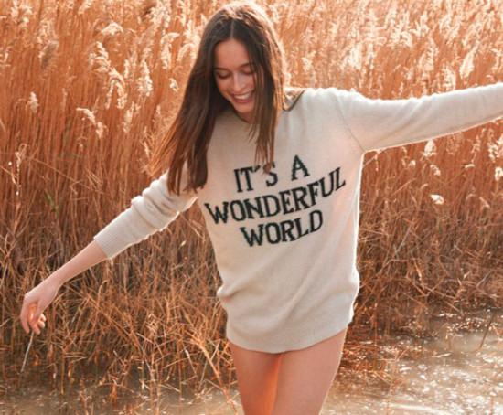A nova coleção da Alberta Ferretti é formada por camisetas e suéteres produzidos de maneira mais sustentável. Vem dar uma olhada!