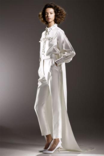 A noiva de calça, de Viktor & Rolf! Vem ver mais modelos pra quem quer aposentar a saia e o vestido pra subir no altar!