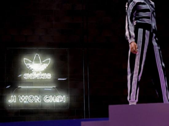 A coleção da Adidas com a Ji Won Choi chegou no Brasil e a gente achou bem legal - clica na foto pra ver!