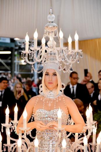 Katy Perry acendeu a festa com seu look! Vem ver mais!