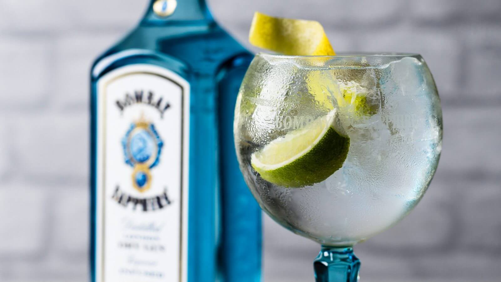 How Many Calories are in a Gin and Tonic? Obviously, that's a loaded question since all gin and tonics are not made equally. If we use a breakdown of 6 ounces tonic and 2 ounces of 94 proof gin (a ratio poured into a highball glass), its yields calories.