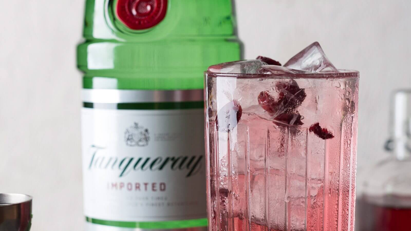 The Mix Tanqueray Cranberry Twist Gin Amp Tonic Cocktails