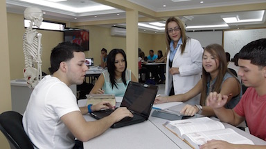 Auge de carreras cortas de Atenas College en el campo de la salud