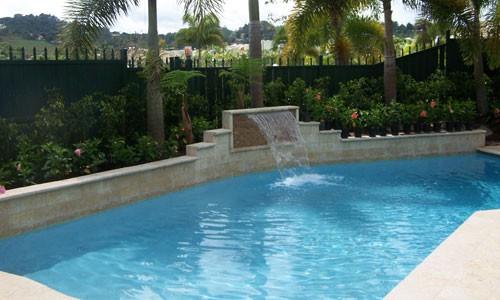 Piscinas y terrazas a su gusto noticia el nuevo d a for Materiales para construccion de piscinas