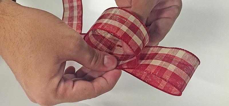 H galo usted mismo c mo crear el lazo perfecto para el - Lazos para arbol de navidad ...