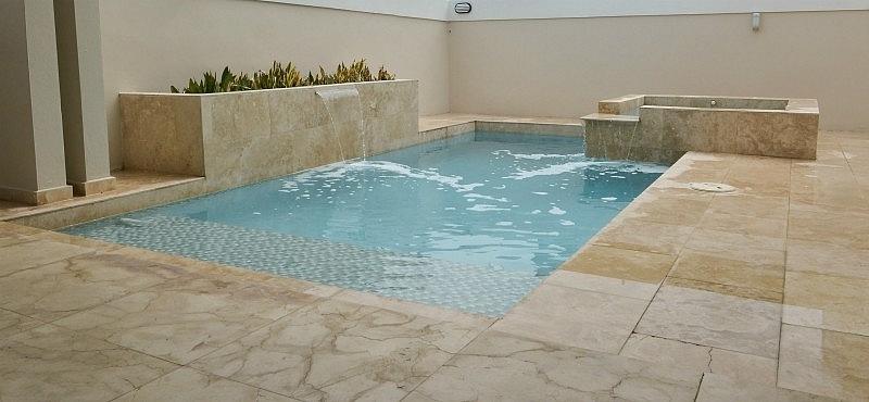 Piscinas peque as para espacios peque os noticia el for Precio construccion piscina de obra
