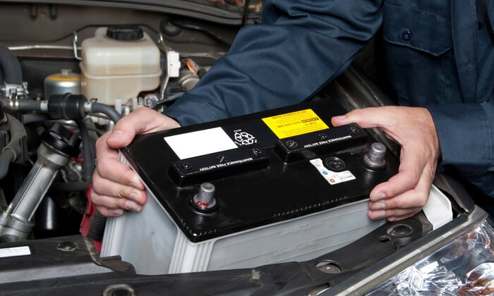 HOW DO YOU KNOW IF YOU NEED A NEW BATTERY FOR YOUR CAR?