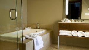 One Bedroom Suite - Bathroom with Deep Soaking Tub
