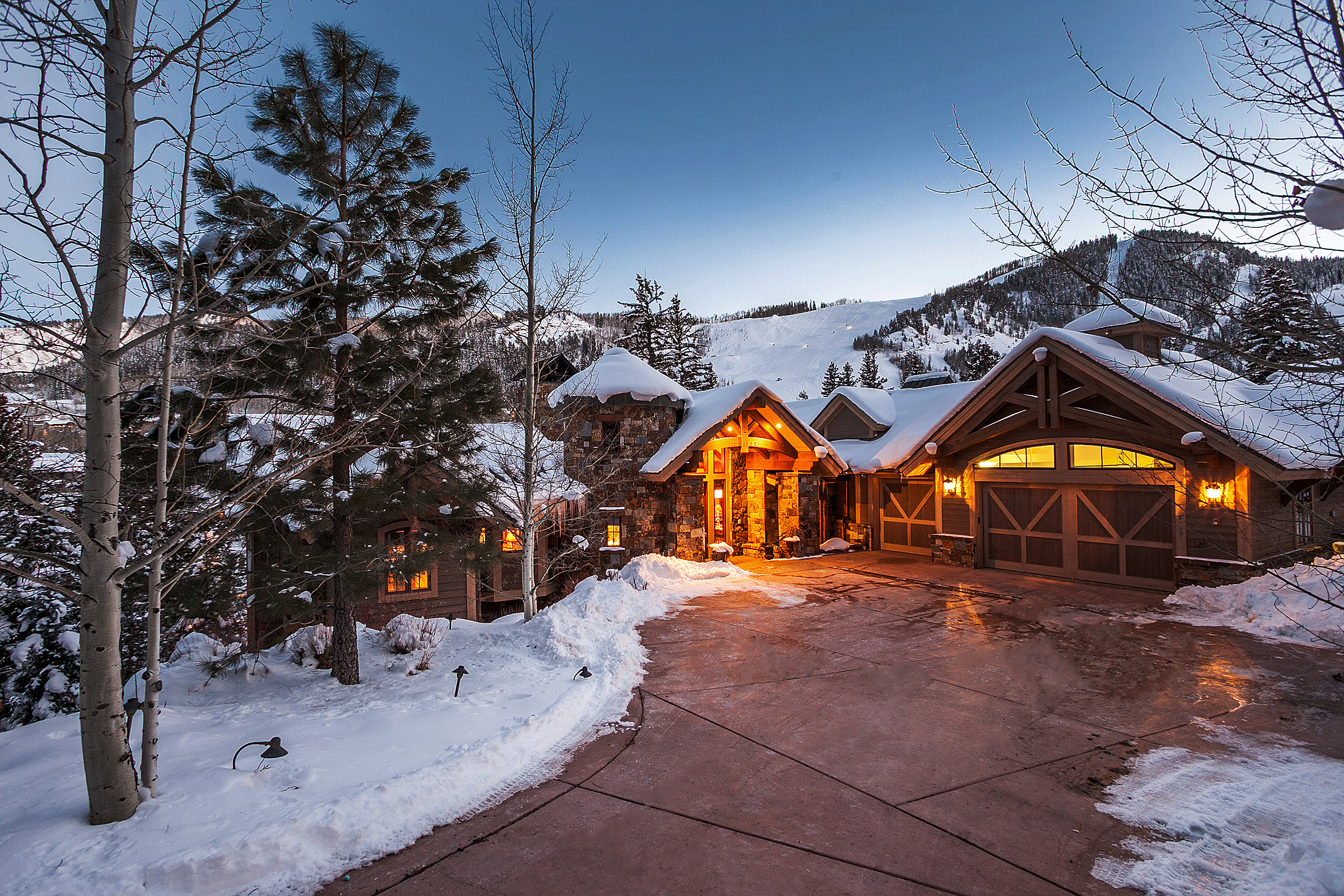 The Top 5 Advantages of Luxury Ski-In / Ski-Out Vacation Rental Homes
