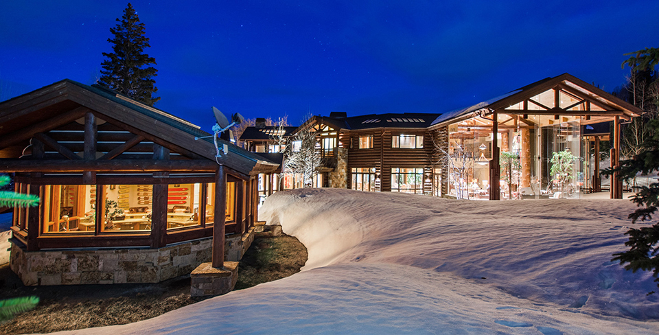 Blog-Full-Width-Image-960w--(2)Peak-Five-Mountain-Lodge-Snow-Opulent Vacations