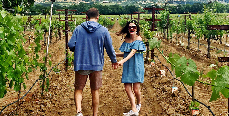 Blog-Full-Width-Image-960w-Vineyard-wine-couple-summer-Utopian