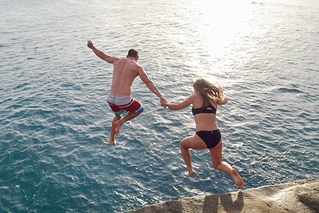 Promo-Tile-Lake-Couple-Cliff-Diving-Utopian