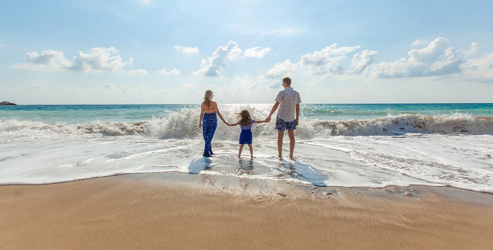 Blog-Full-Width-Image-960w-Beach-Summer-Family-Utopian