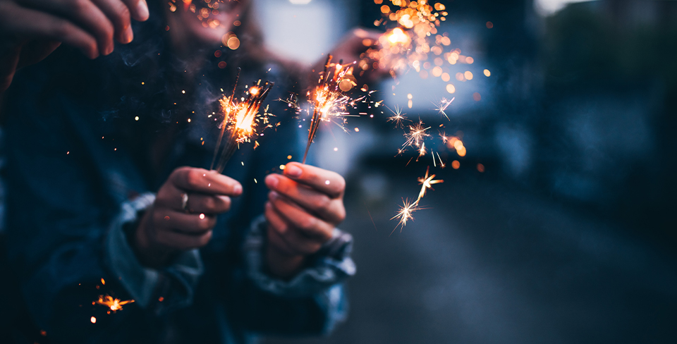 Blog-Full-Width-Image-960w-New-Year's-Holiday-Travel-Sparklers-Fireworks-Opulent Vacations