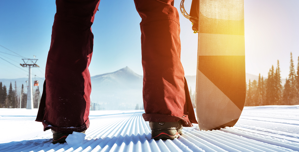 Blog-Full-Width-Image-960w-Snowboard-Winter-Ski-Lift-Mountains-Snow-Opulent Vacations-Lake-Tahoe