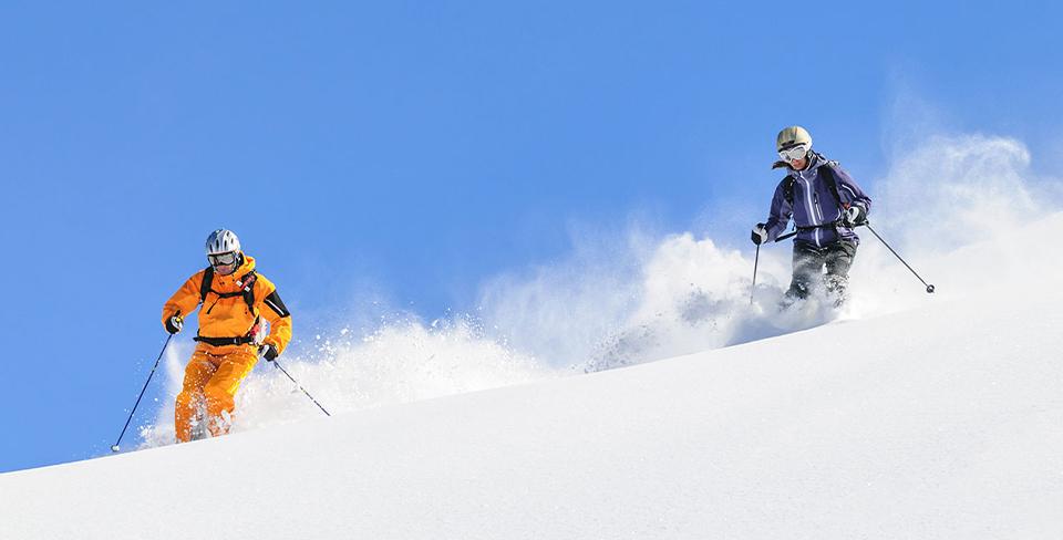 Blog-Full-Width-Image-Ski-Snow-People-Winter