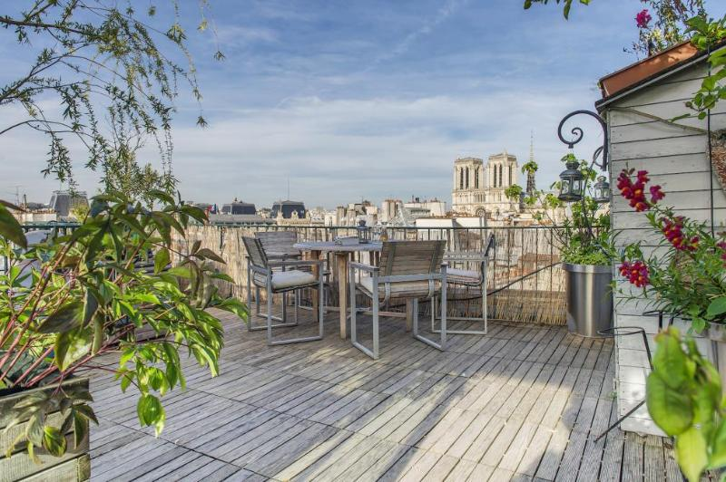 HIT THE ROOF: THE WORLD'S MOST INSPIRING ROOF TERRACES