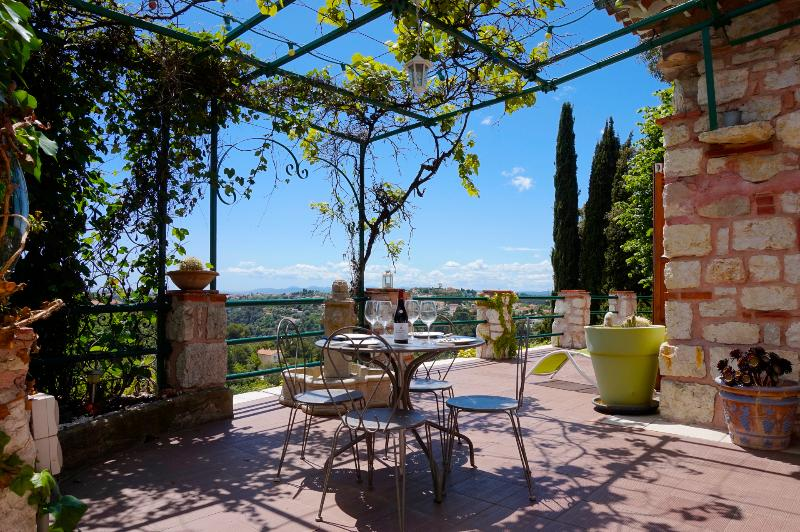 HOME OF THE MONTH: 'VILLA BUTTERFLY', NICE, FRANCE